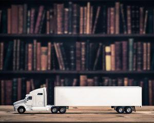 本や雑誌、マンガや書籍などの荷造りの最大のポイントは、小さめの段ボールを使うことです。