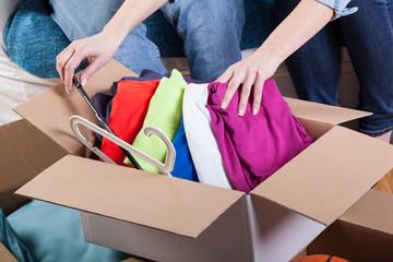 引越しの荷造りがしづらいもののひとつに洋服(衣類・衣服)があります。