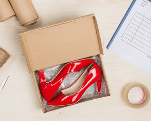 引越しの運搬中に型くずれが気になるのが「靴」類です。